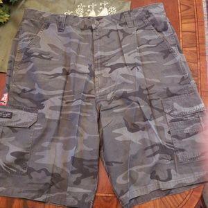 Wrangler camp cargo shorts